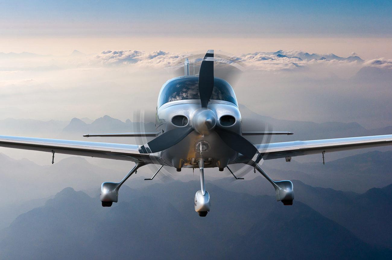 Privatplaneoraircraftflightsurroundedbymountainsandrocks.Frontviewcloseup2